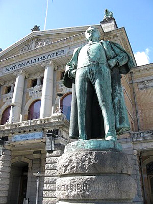 Bjørnstjerne-Bjørnson-Statue-Oslo