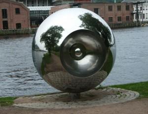 Kunst am Uferweg der Drammenselva  (Foto: Kirsten Henckel)