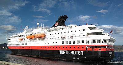 An Bord der Hurtigruten - Die MS Nordnorge verlässt Stokmarknes.