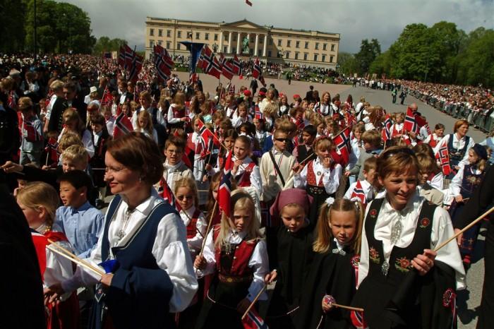Auch am 200. Jahrestag der norwegischen Verfassung wird eine großer Kinder-Parade in Oslo erwartet. Foto: Visit Norway