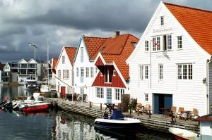 Altstadt und Hafen dicht beieinander - wie fast überall in Norwegen