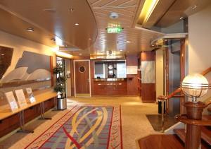 An Bord der Hurtigruten - Informationsschalter an Bord der MS Nordnorge