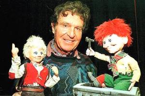 Ivo Caprino mit seinen Puppen