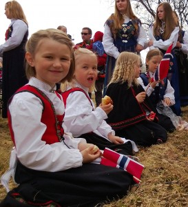 Bunad: Kinder in Tracht