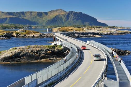 Norwegen hat spektakuläre Straßen, die glücklicherweise zu den Sichersten in Europa gehören. Foto: Visit Norway