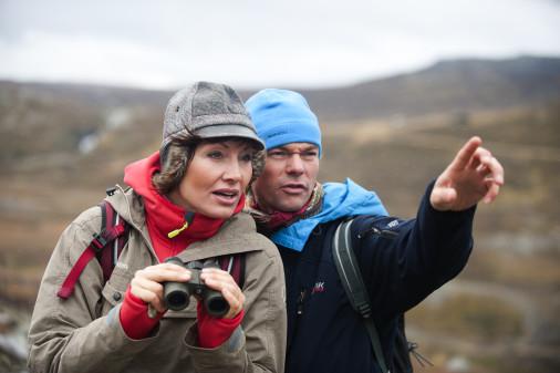 Mit Feldstecher und Fotoapparat den Vögeln hinterher. Foto: Visit Norway.